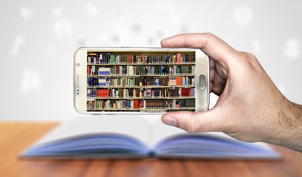 Bücher mit verschiedenen Inhalten